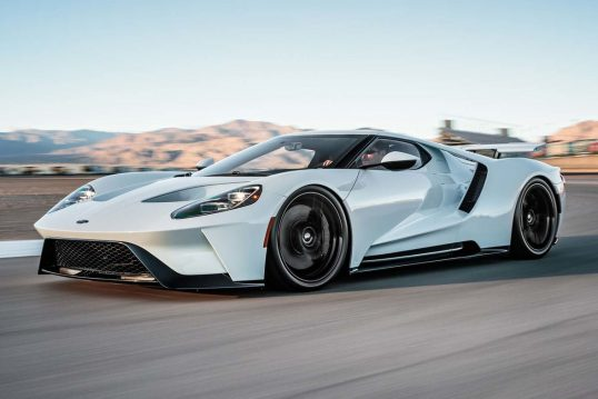 2017-ford-gt-front-three-quarters-in-motion-e1481056835424