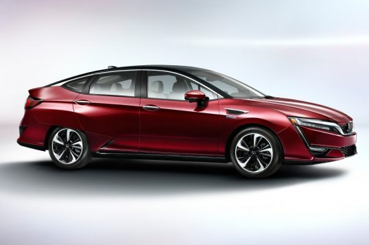 2017-honda-clarity-fuel-cell-front-side-02