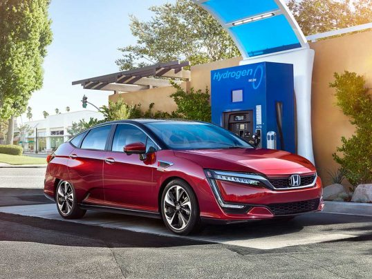2017-honda-clarity-fuel-cell-front-three-quarter-charge-station