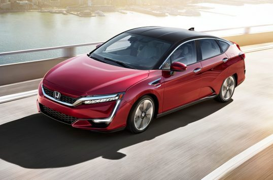 2017-honda-clarity-fuel-cell-front-three-quarter-in-motion-e1484155963872
