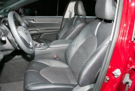 2018-toyota-camry-xse-front-interior-seats