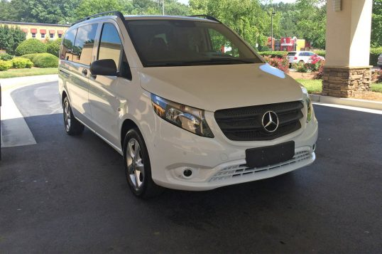 mercedes-benz-metris-passenger-van-front-three-quarter