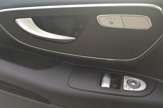 mercedes-benz-metris-passenger-van-interior-door-panel-02