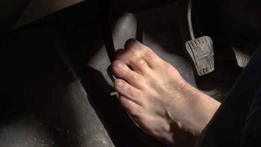 barefoot-driving