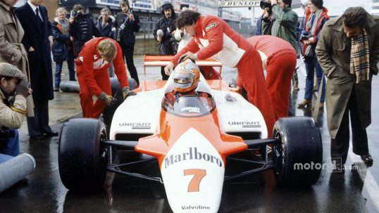 john-watson-mclaren-mp4-1-cosworth-with-ron-dennis-in-the-pitlane