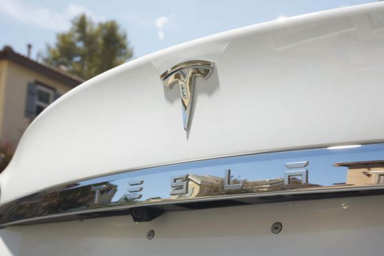 2016-tesla-model-s-60-rear-badge