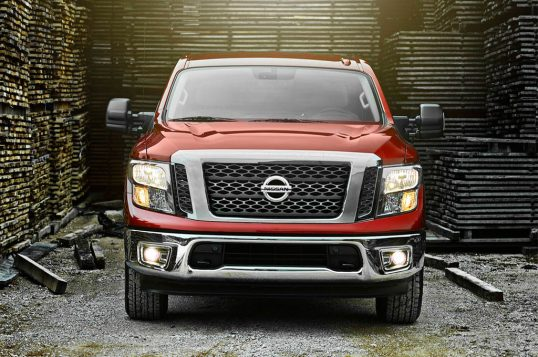2017-nissan-titan-king-cab-front-view