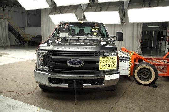 2017-ford-f-250-crew-cab-awarded-5-stars-for-safety-by-the-nhtsa_3