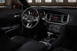 2017-dodge-charger-rt-cabin-01