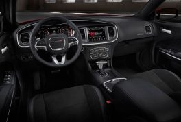 2017-dodge-charger-rt-cabin-02