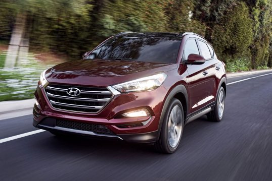 2017-hyundai-tucson-front-three-quarter-in-motion-01