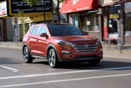 2017-hyundai-tucson-front-three-quarter-in-motion-04