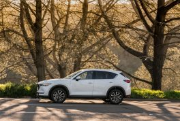 2017-mazda-cx-5-front-side-in-motion-02