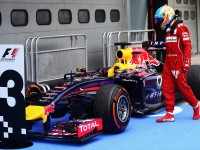 Alonso checks out Vettel's RB10 in parc ferme