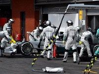 Lewis-Hamilton-retires-at-Spa