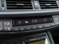 Lexus-CT200h-dashboard