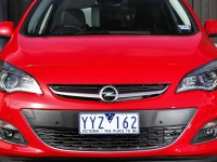 Opel-Astra-5dr-red-front1