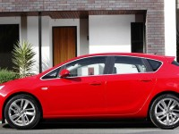 Opel-Astra-5dr-red-static-side1