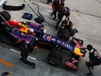 Ricciardo back in the pits after RBR botched his second stop