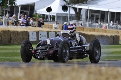 maserati-8ctf-racing-car-front-three-quarter-motion