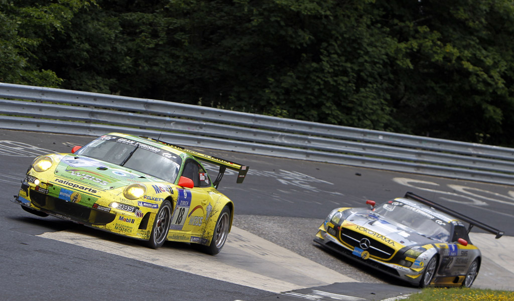 porsche-at-the-2011-nurburgring-24-hours_100354199_l