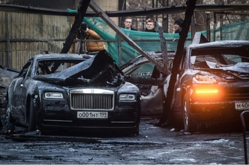 rolls-royces-porsches-and-others-burn-to-the-ground-in-12-car-moscow-fire